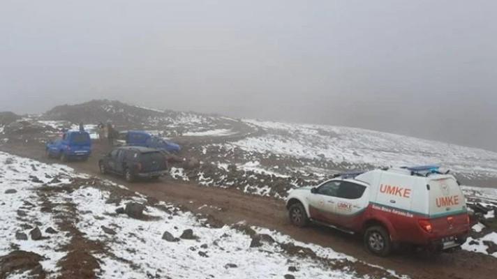 Kars'ta donmak üzere olan 2 çobanı ekipler kurtardı