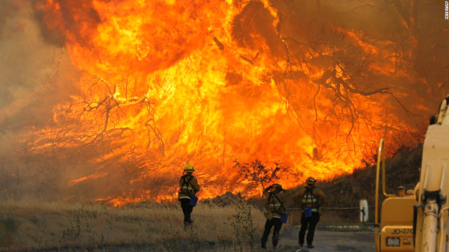 Kaliforniya'daki yangın 4 Aralık'tan beri sürüyor