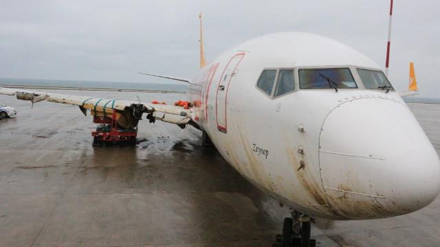 Son dakika haberleri... Trabzon Havalimanı'nda pistten çıkan uçak hurdaya çıkarıldı