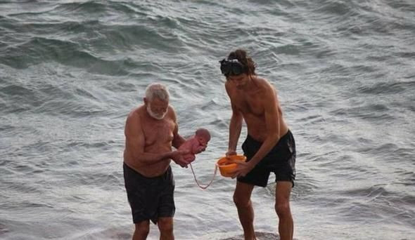 Rus turist denizde doğurdu, balkondan o anları kaydetti - Page 3