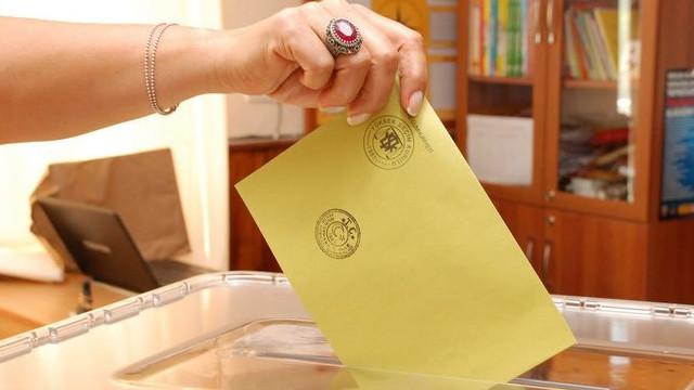Siyasi partiler hazineden ne kadar ödenek alıyor?