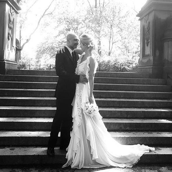 Burcu Esmersoy evlendi, eşi Berk Suyabatmaz kimdir? - Page 1