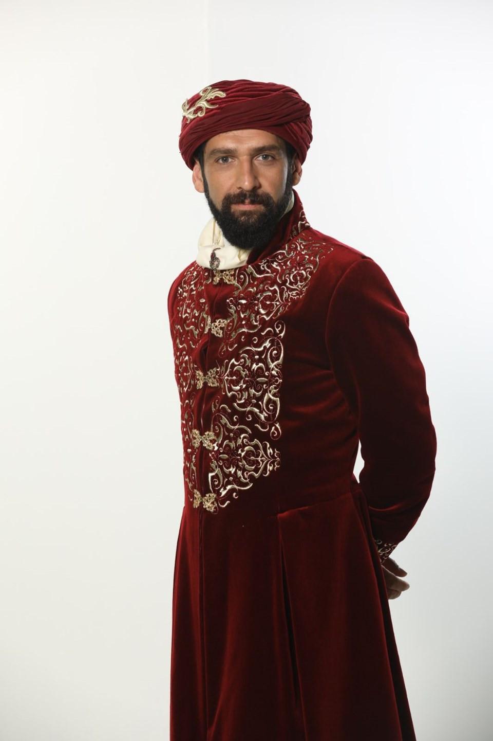 Kalbimin Sultanı Namık Paşa, Tansel Öngel kimdir?