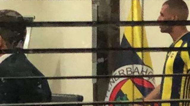 Fenerbahçe'nin yeni transferi formasını giydi
