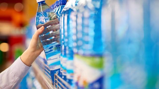 Sözcü yazarı Zileli, içilmesi tehlikeli su markalarını yazdı ile ilgili görsel sonucu