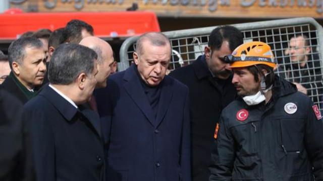 Enkaz alanını inceleyen Cumhurbaşkanı Erdoğan: Almamız gereken dersler var