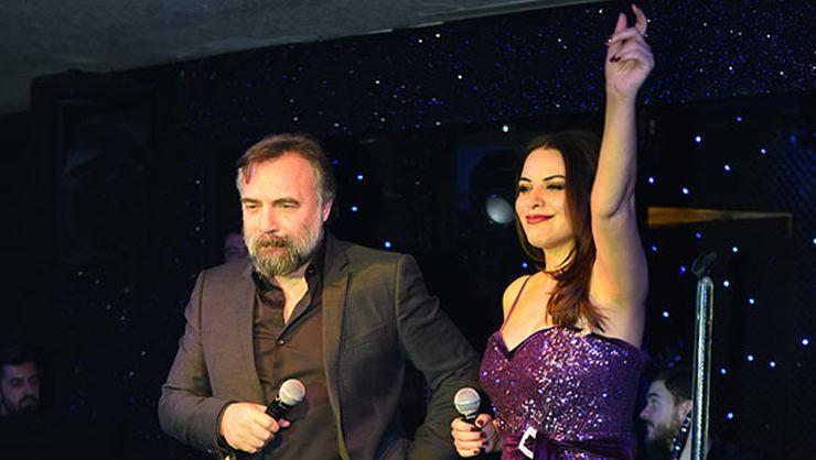 Zara, Oktay Kaynarca ile şarkı söyledi - Page 1