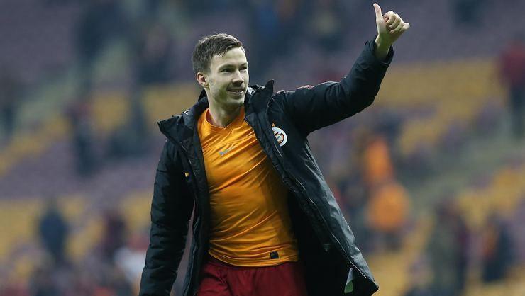 Galatasaray, Martin Linnes ile el sıkıştı - Page 1