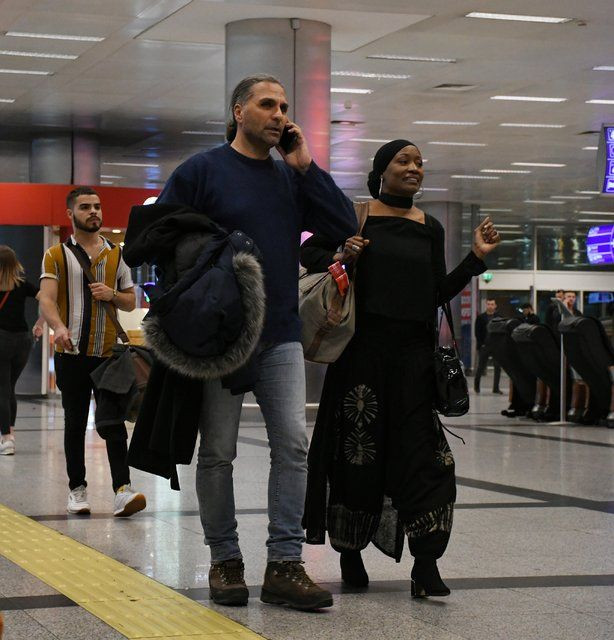 Dünyaca ünlü şarkıcı Miles, İstanbul'da metroya bindi - Page 1