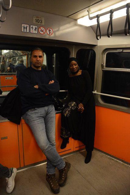 Dünyaca ünlü şarkıcı Miles, İstanbul'da metroya bindi - Page 4