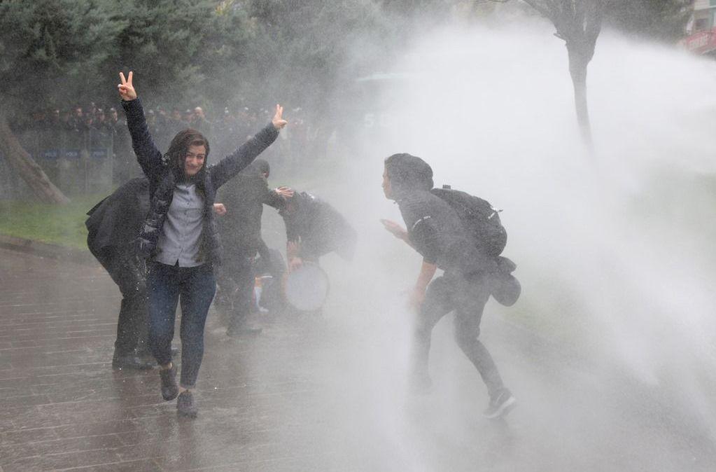 Diyarbakır'da izinsiz gösteriye müdahale! - Page 2