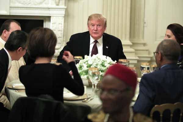 Trump, Beyaz Saray'da iftar verdi - Page 1