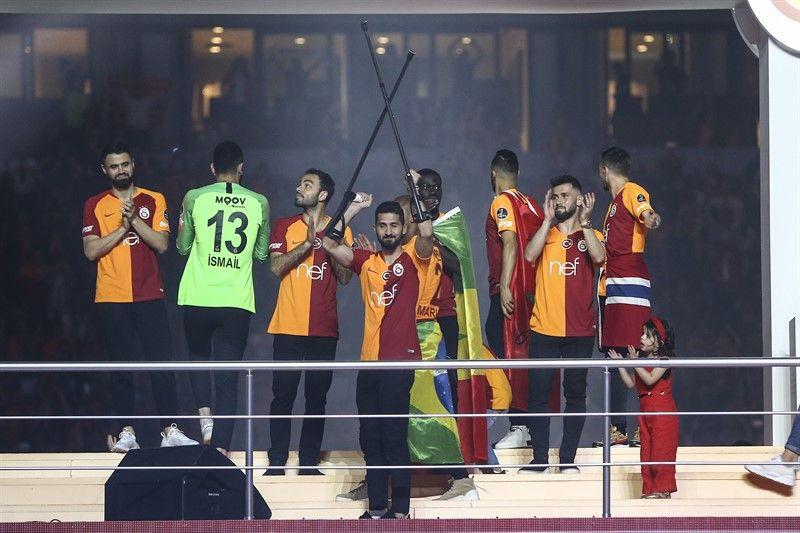 Galatasaray'ın şampiyonluk kutlamalarından görüntüler - Page 2