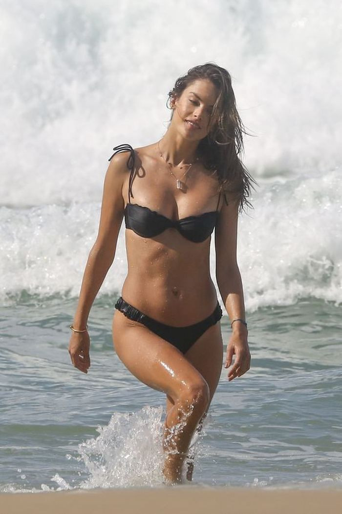 Alessandra Ambrosio saatlerce poz verdi! - Page 1