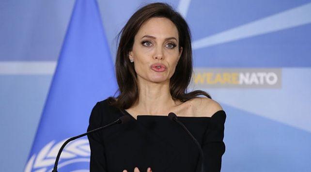 Angelina Jolie ekranlara geri dönüyor! - Sayfa 1
