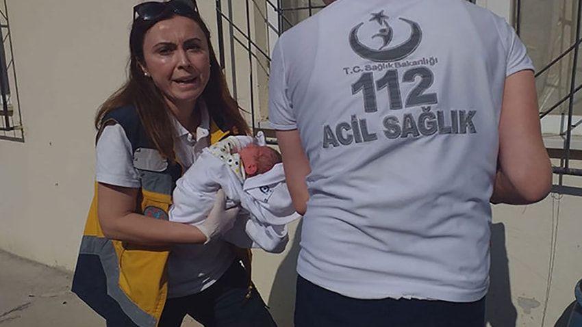 Yeni doğmuş bebeği çöpün yanına bıraktılar - Sayfa 4