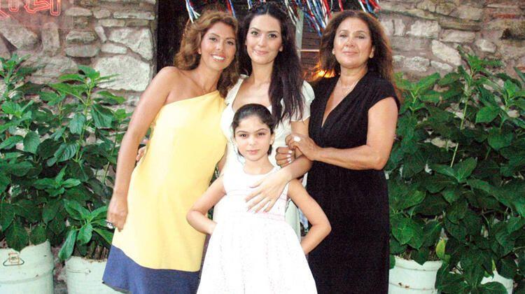 Zeynep Korel'den yeni açıklama: Annem İki kızını birbirine kırdırdı - Sayfa 1