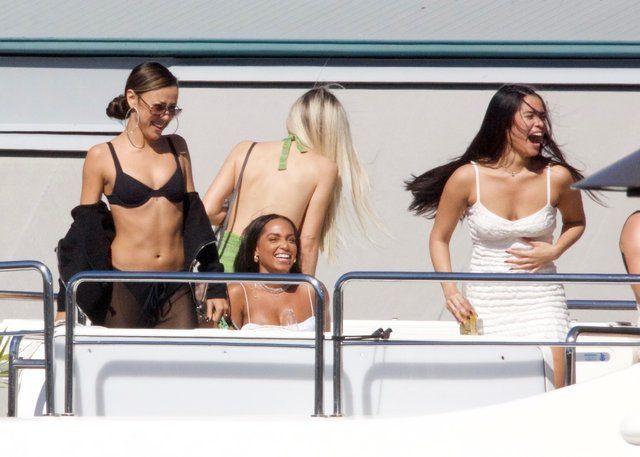 30 kadınla tekne partisi! - Sayfa 4