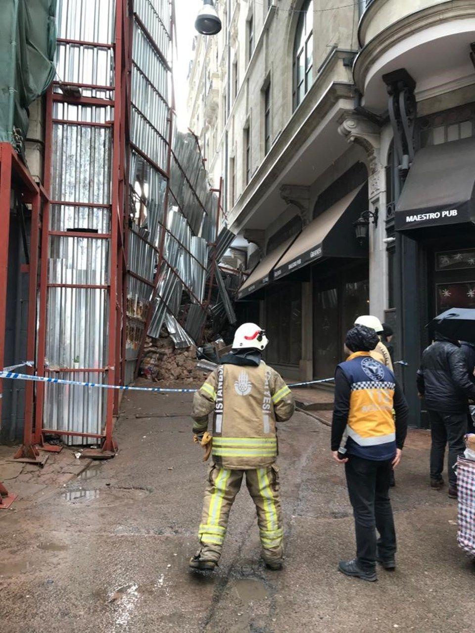 Beyoğlu'nda bina çöktü! - Sayfa 3