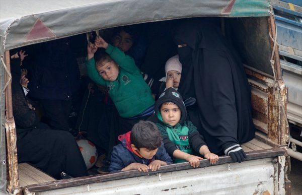 İdlib'den Türkiye sınırına yeni göç dalgası! - Sayfa 4