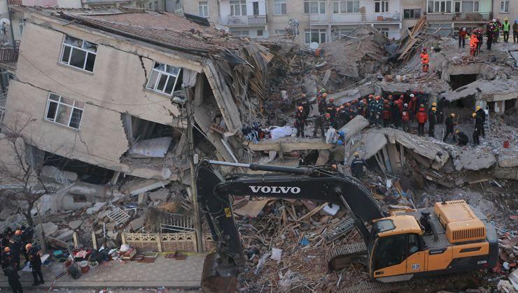 Depremde yıkılan binalarla ilgili soruşturma! - Sayfa 1