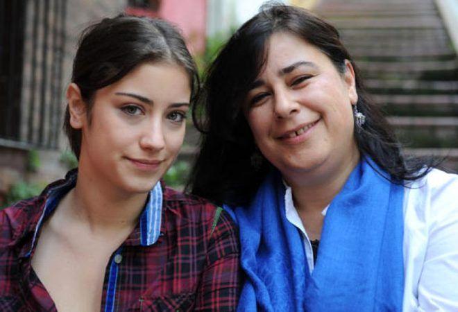 Serenay Sarkıya'nın annesini görenler gözlerine inanamadı! İşte ünlü isimler ve anneleri - Sayfa 2