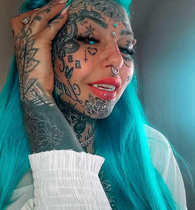 Cinsel organına kadar dövme yaptıran çılgın fenomenin son paylaşımı olay oldu - Sayfa 1