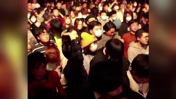 Wuhan'da düzenlenen partilere tepkiler çığ gibi - Sayfa 1