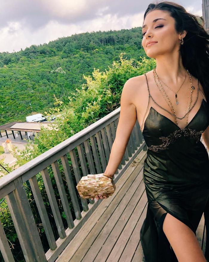 Hande Erçel, dünyanın en güzel kadını seçildi! - Sayfa 1