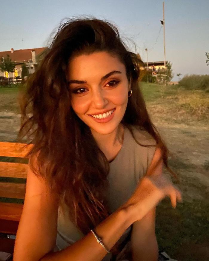 Hande Erçel, dünyanın en güzel kadını seçildi! - Sayfa 4