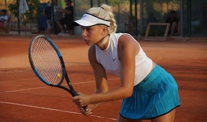 Spordan para kazanamayan güzel tenisçi çareyi çıplak videolarını satmakta buldu - Sayfa 1