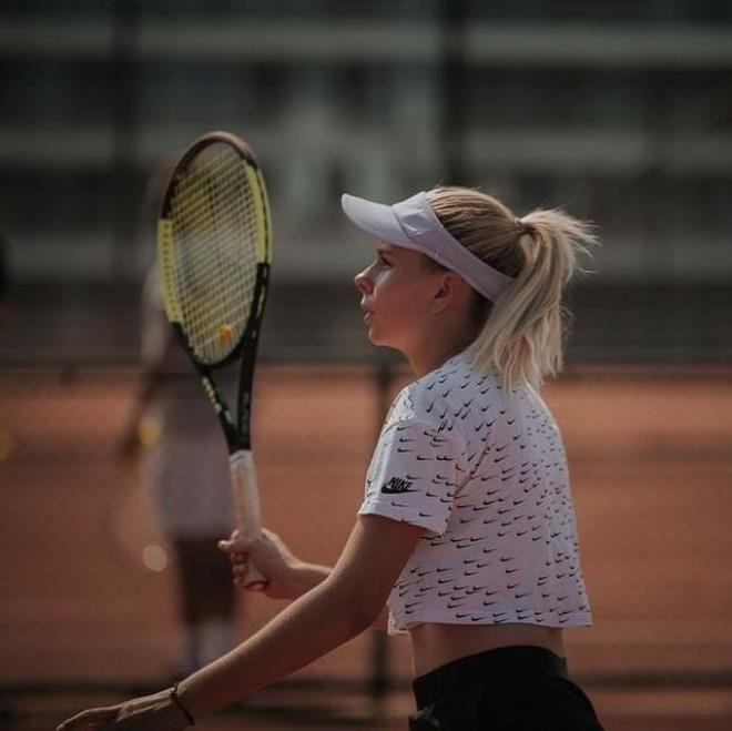 Spordan para kazanamayan güzel tenisçi çareyi çıplak videolarını satmakta buldu - Sayfa 4