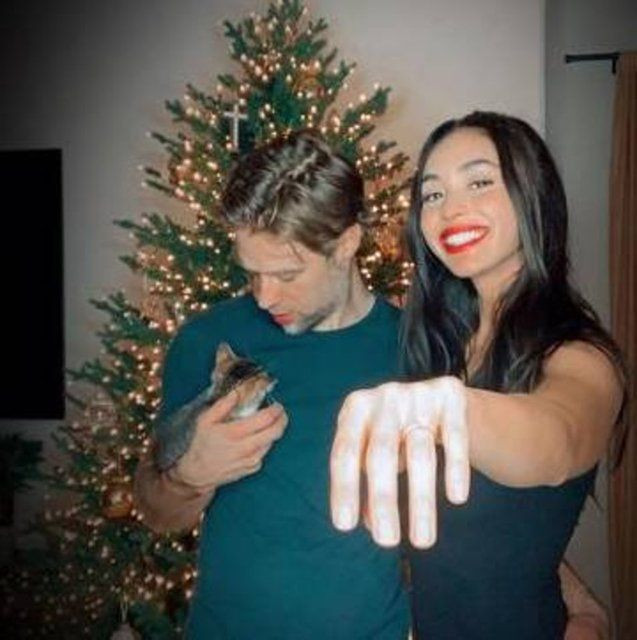 Lindsey Morgan ile Shaun Sipos nişanlandı - Sayfa 3