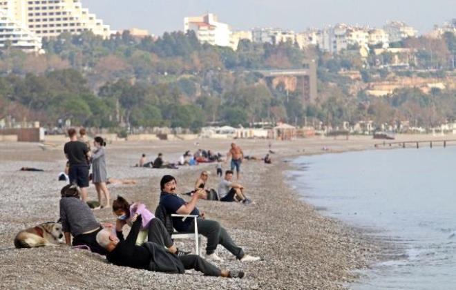 Antalya'nın serin sularında çocuklar gibi eğlendi! Rus fenomen diğer turistleri bile kıskandırdı - Sayfa 1