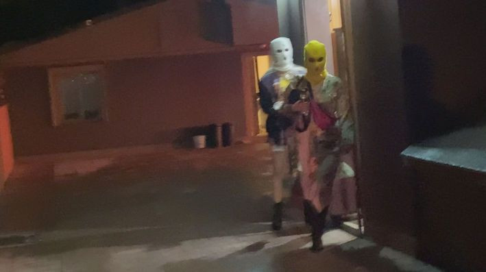 Villada 'kar maskeli' koronavirüs partisine polis baskını! - Sayfa 3