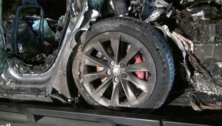 Sürücüsüz Tesla kaza yoptı - Sayfa 1