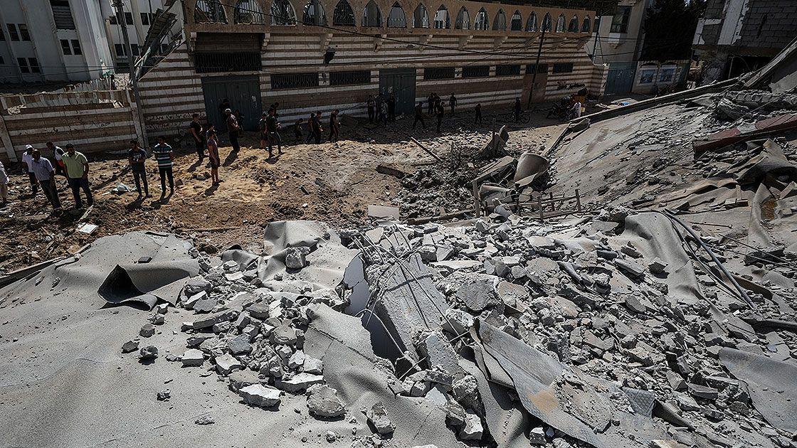 İsrail Gazze Şeridi'nde bir okulu ve evleri hedef aldı - Sayfa 3