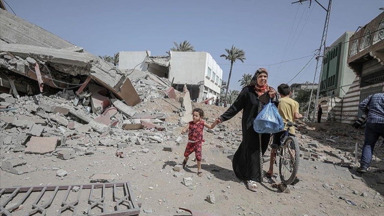 İsrail Gazze Şeridi'nde bir okulu ve evleri hedef aldı - Sayfa 4